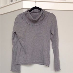 Sweaters - Super cozy Cowell neck gray sweater!!!!!